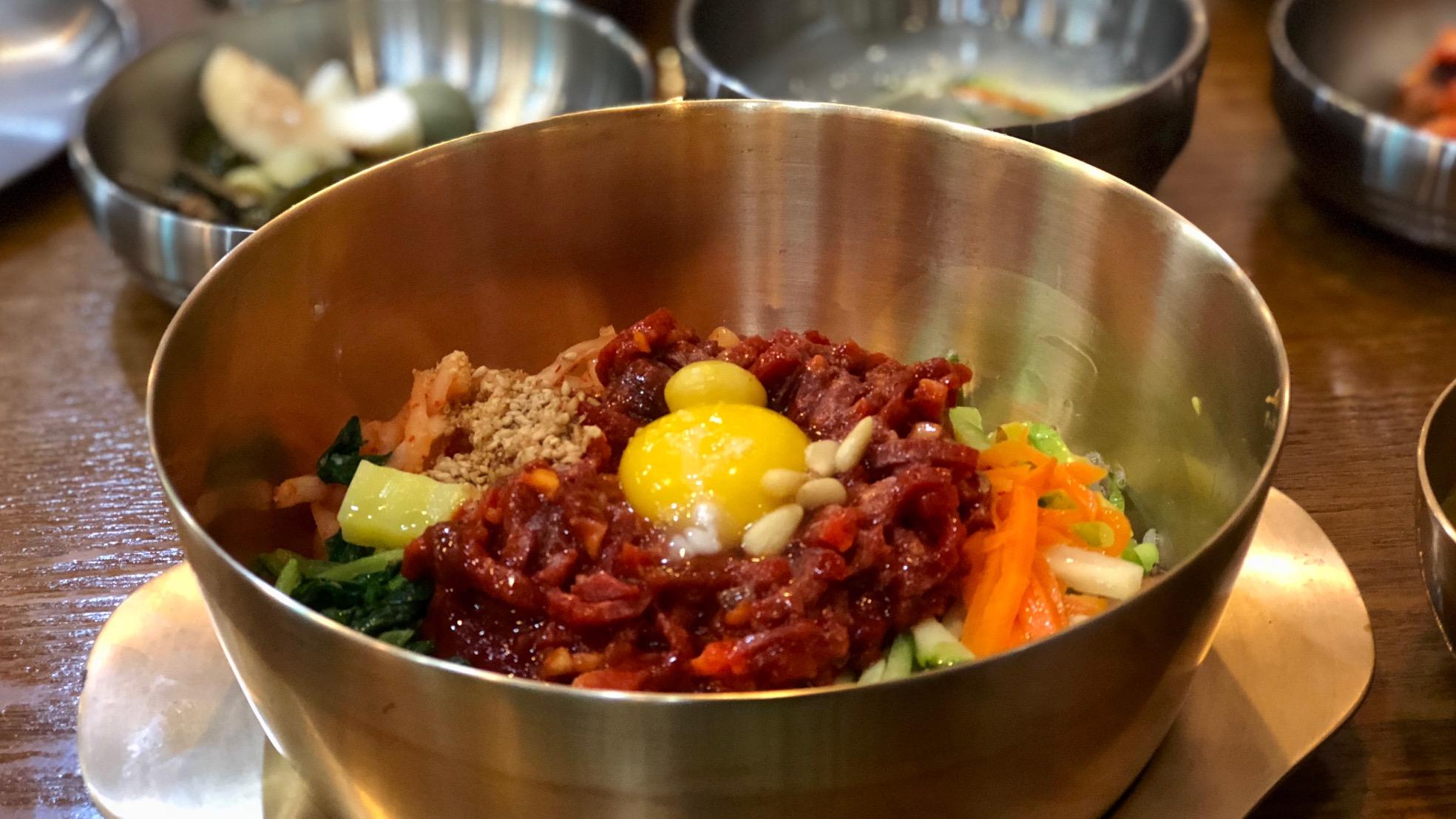 Moet je proeven: Jeonju bibimbap, een kunstwerk van rijst & steak tartaar
