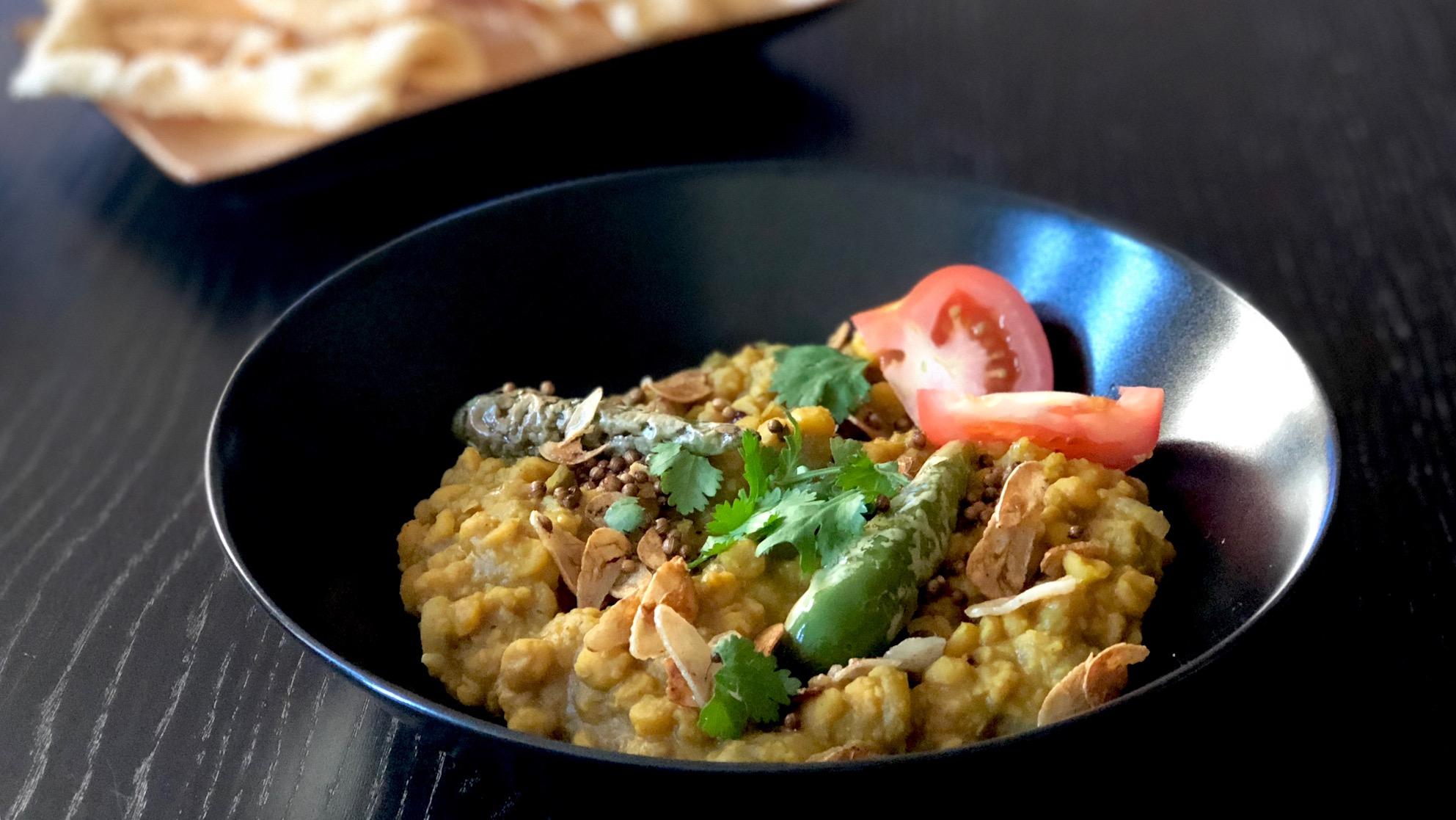 Chana dal met knoflook, pepers en korianderzaad