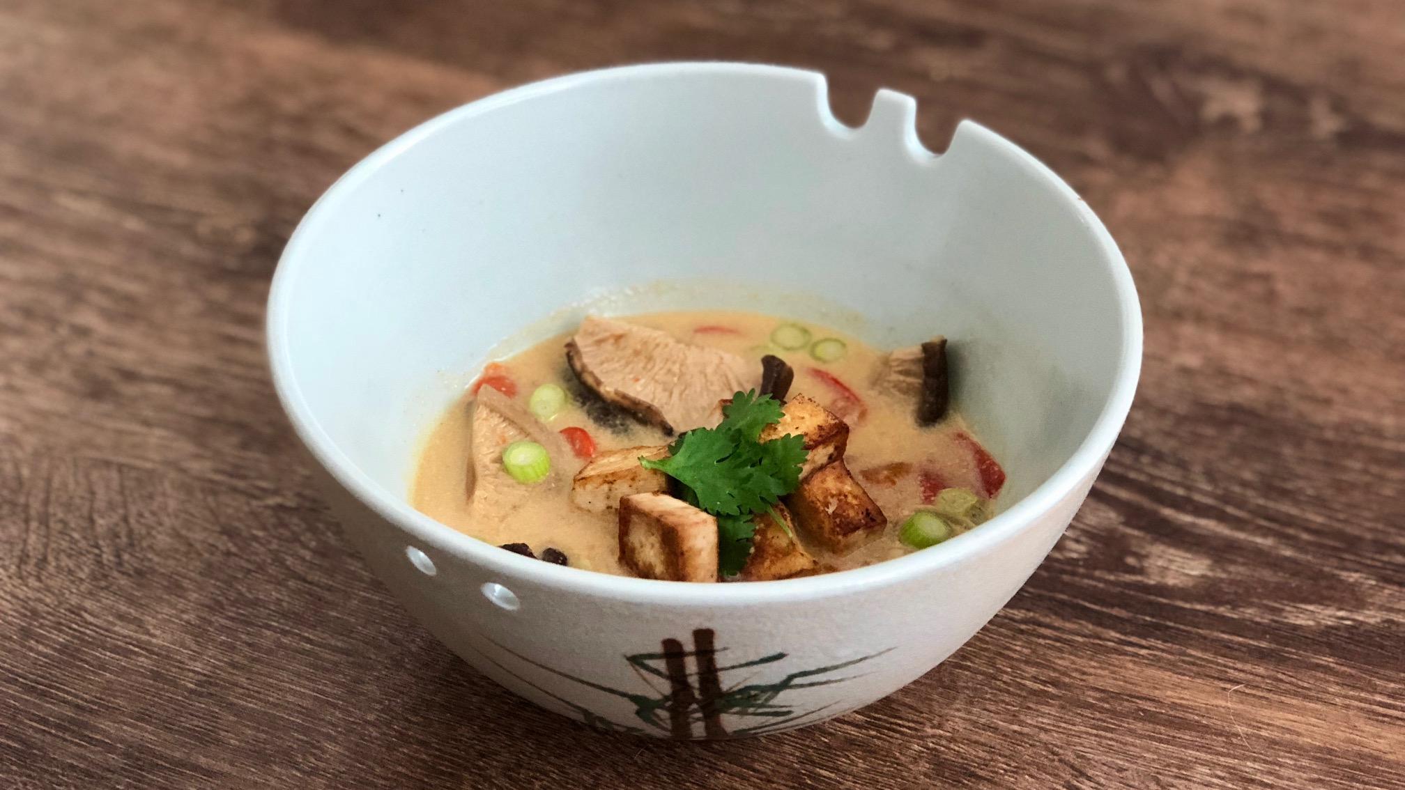 Verwarmende vega-herfstsoep met shiitake en paprika