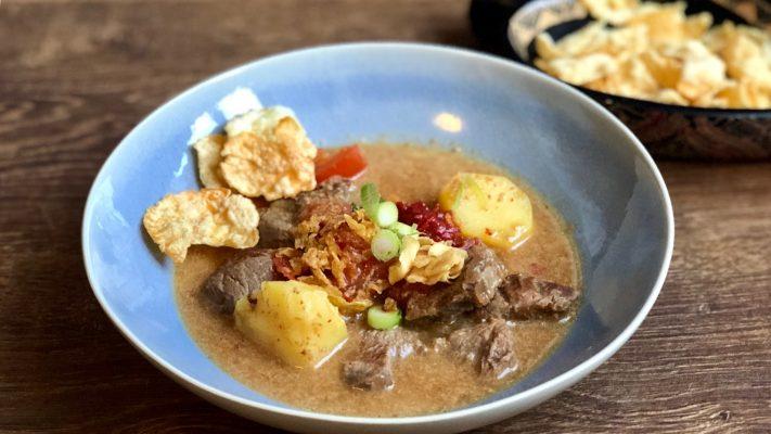 Soto betawi, soep van rundvlees en kokos uit Jakarta