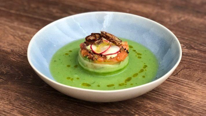 Japanse komkommersoep met zalm