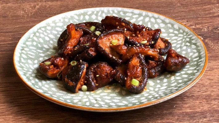 Pittige shiitakes uit Zuid-Korea, krokant gebakken in gochujang