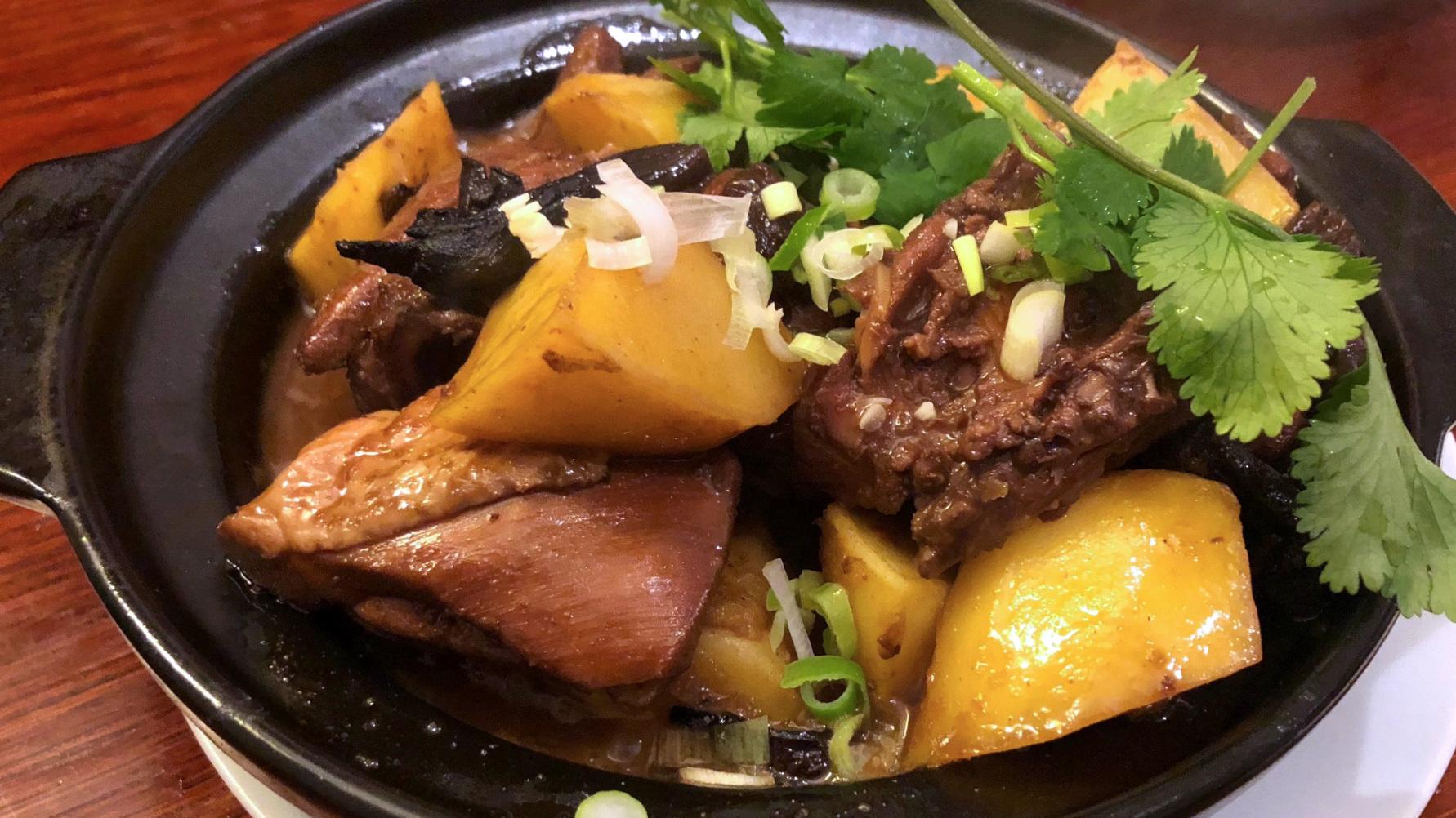 Noord-Chinese kip met paddenstoelen en aardappel