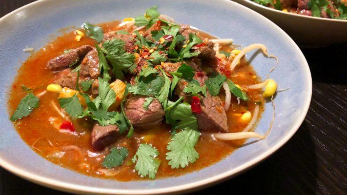 Pittig gekookt rundvlees uit Sichuan (shuizhu)