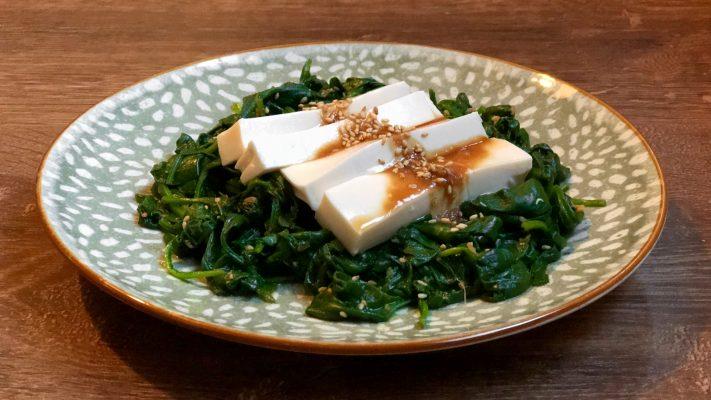 Japanse spinaziesalade met miso-sesamdressing