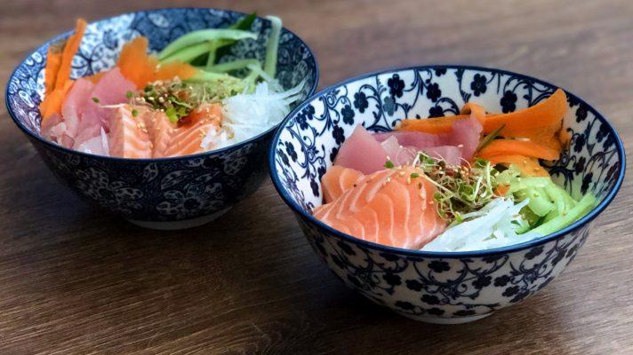 Koreaanse sashimi bowl: hoe-deopbap