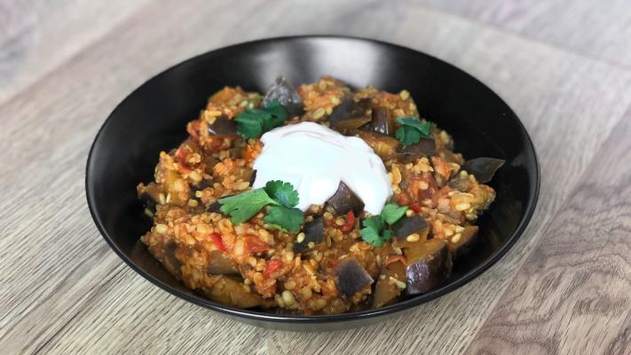 Indiase curry met aubergine en linzen