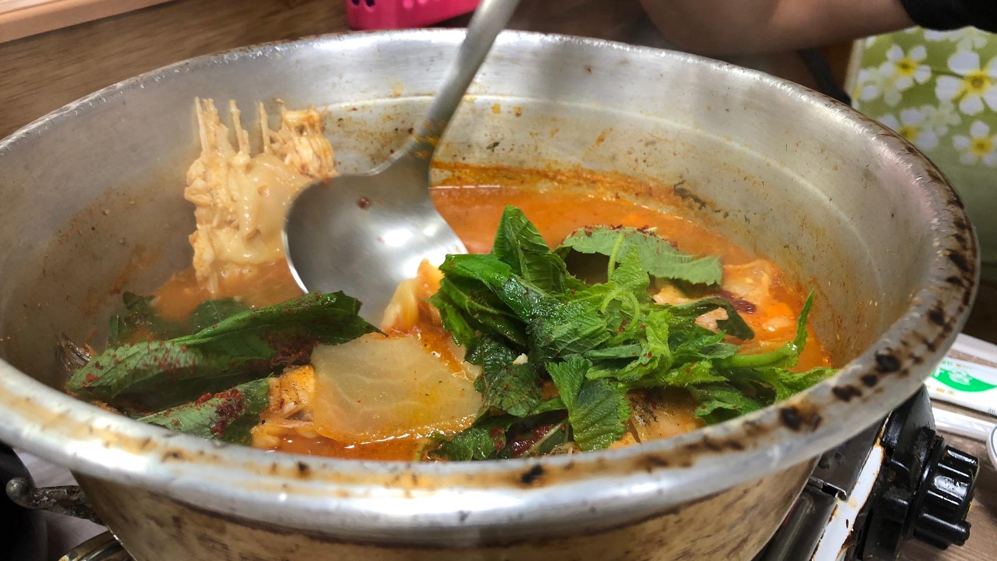 Pittige Koreaanse vissoep (maeuntang 매운탕)