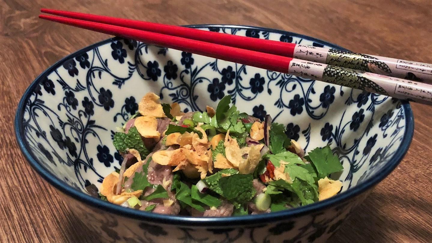 Vietnamese carpaccio met limoen (bo tai chanh)