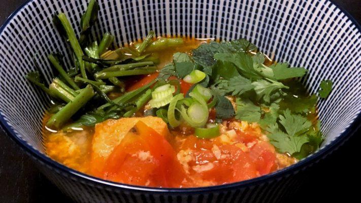 Bun rieu cua, Vietnamese soep met krab en tomaat