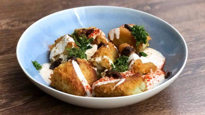 Dahi vada: gefrituurde linzendonuts met yoghurt
