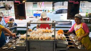 Lang Wang market