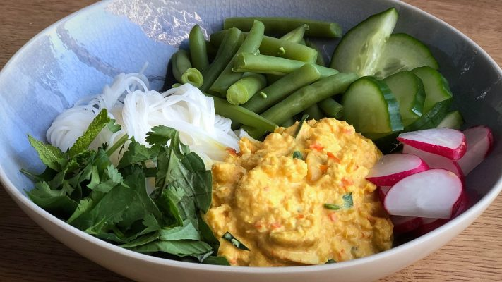 Khanom jeen nam ya: Thaise rijstnoedels met krabcurry
