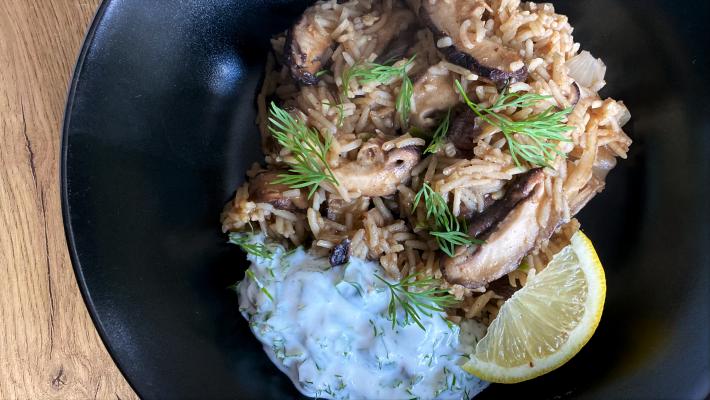 Indiase rijst met paddenstoelen en kruidenyoghurt